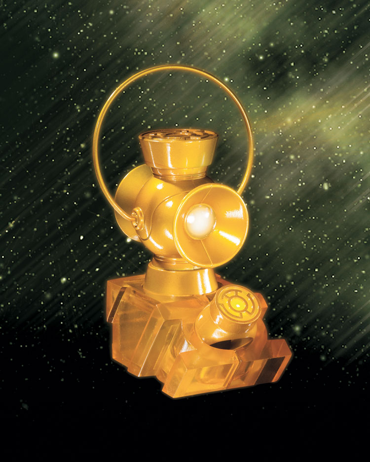 BLACKEST NIGHT: YELLOW LANTERN 1:4 SCALE POWER BATTERY AND RING PROP REPLICA SET