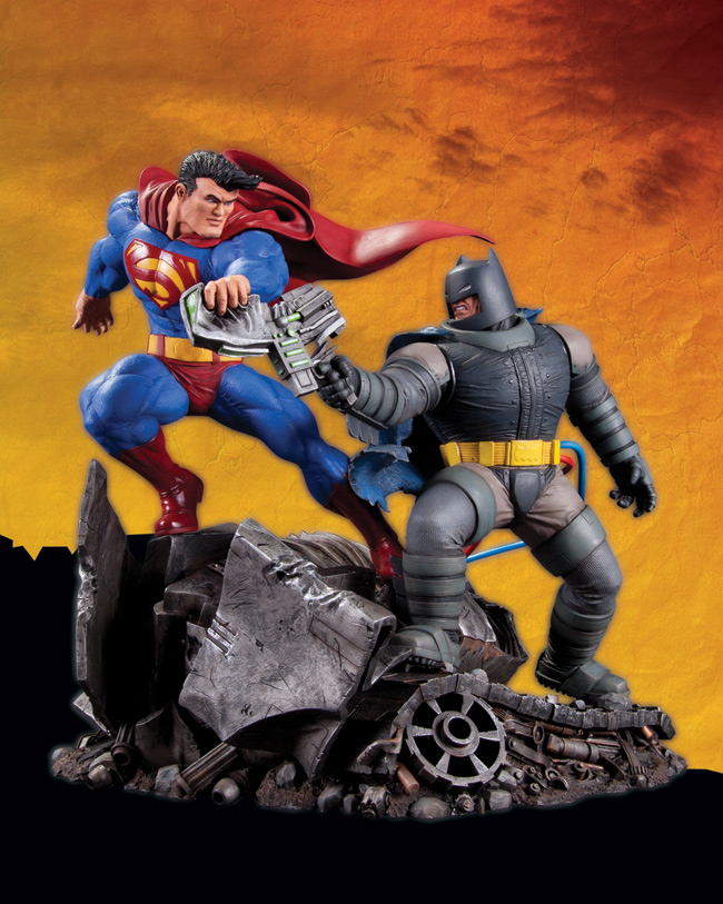 SUPERMAN VS. BATMAN STATUE