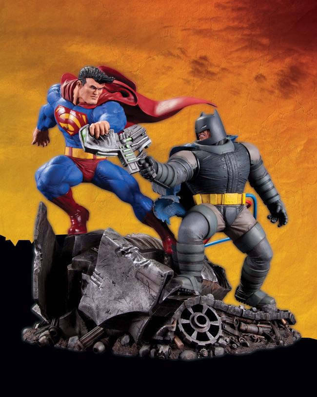 SUPERMAN VS. BATMAN STATUE